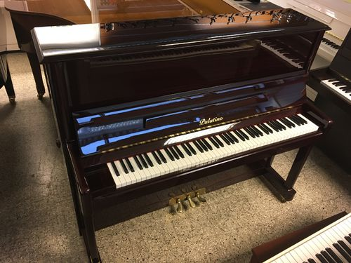 Palatino UP-123 akustinen piano